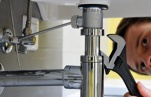 Как прочистить раковину? Методы прочистки канализационных труб.